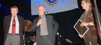 Oppositionsrådet Jan-Åke Andersson (s) och Kommunfullmäktiges ordförande Gun-Britt Ottosson (m) utsåg Dan Waern till 2006-års Bollebygdsambassadör.