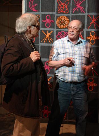 Per Thunarf diskuterar biograforglar med Per Olof Schultz, en av eldsjälarna i Skandiaprojektet