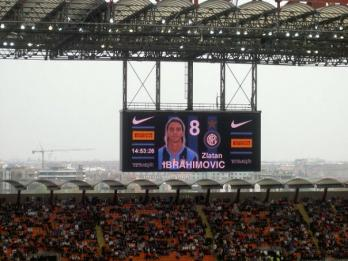 Zlatan presenterades p&aring; San Siro.