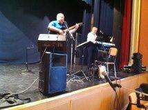 Från Härnösand hade Bengt Nilsson, sång och gitarr och Christer Byström synth, kommit för att underhålla.<br /><br />