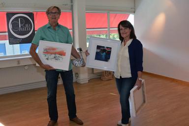 Ingemar och Rita Ljunggren i sin lilla utställningshall i Posthuset i Bollebygd.