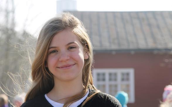 Sarah är Siris klasskamrat och även hon är frilansande journalist på Porten.it.