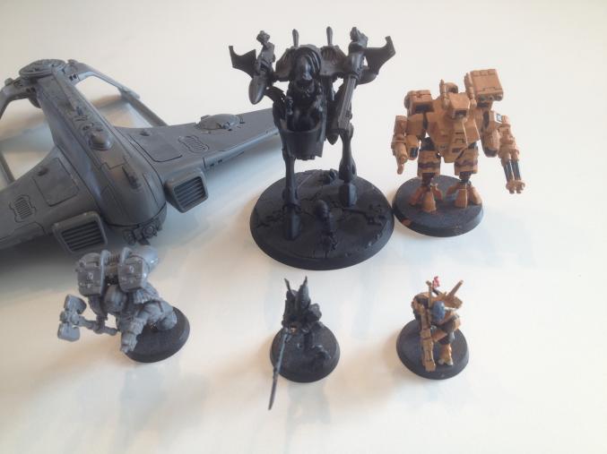 Att bygga och måla sina modeler kräver flera olika steg, både för soldater och fordon. Eller så ger man sig direkt in i strid!