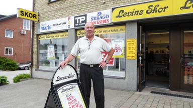 Efter 23 år som skohandlare i Bollebygd stänger nu Janne Pihl sin butik.
