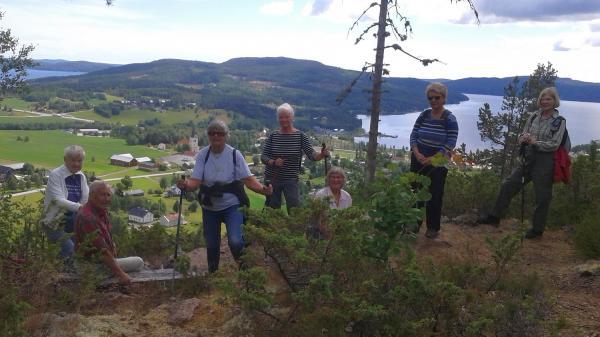 Sju vandrare från Docksta- och Ullångerstrakten på Herrestaberget