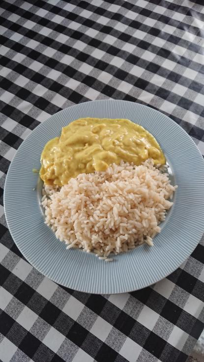 Ris och kyckling i currysås