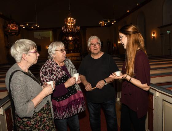 Agneta Berner, Ruth Bergman, Ingemar Wallin och Elsie Lund diskuterar vidare<br />i kaffepausen.