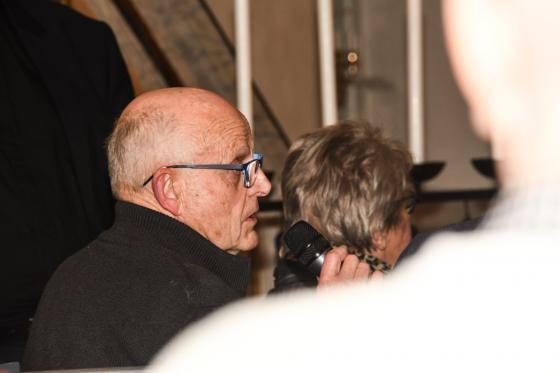 Kyrkorådets vice ordförande Hasse Haraldsson ger ett positivt svar om den branta kyrktrappen.