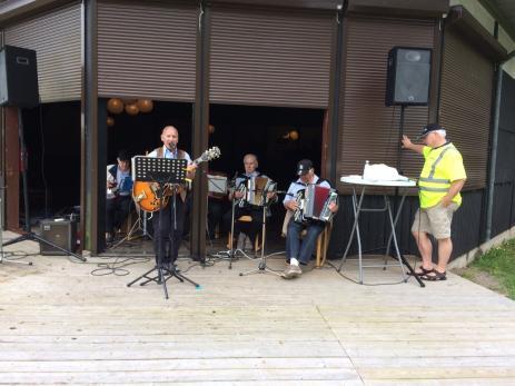 Spelmanspojkarna sjöng och spelade låtar från bland annat den svenska visboken.
