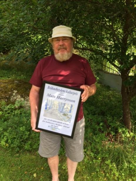 Mats Harrysson har tagit emot flera pris för sina dokumentärfilmer och nu var det dags igen, då Bygd i Samverkan delade ut Bräknebygdens Kulturpris 2017. - Oerhört överraskande, sa en mycket glad och stolt Mats.