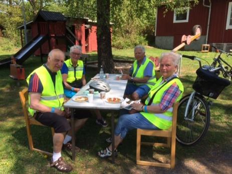 - En stor eloge till Ingegerd Lindén och alla andra som har jobbat med detta arrangemang som är så välorganiserat och trevligt, sa Ulla Helmfrid och Hans Persson med Asta Kraft och Sven-Erik Ryden som kom från Skåne.