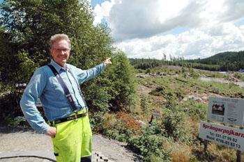 Från områdets allra bästa marknadsföringsplast visar Jan-Erik Eskilsby gärna upp Skräddargårdshöjd.