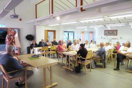 Ett trettiotal intresserade kom för att lyssna till Hembygdsföreningens tankar<br />kring det gamla Tingshuset.