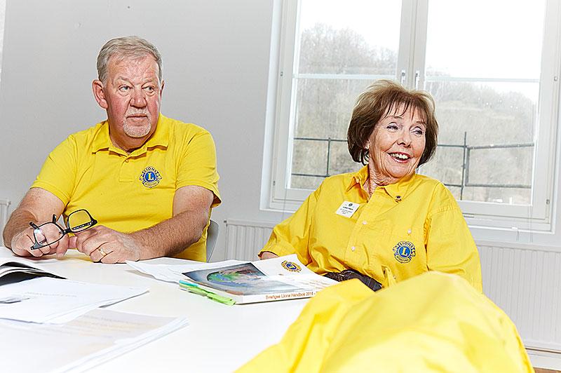 Att hjälpa är tillfredsställande. Göran Krafft, Borås och Lillemor Thimour, Hindås trivs med hjälparbetet i Lions.