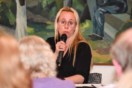 Kyrkorådets ordförande Sara Alfredsson står bakom en nedläggning av Vägkorset – av rent ekonomiska skäl.