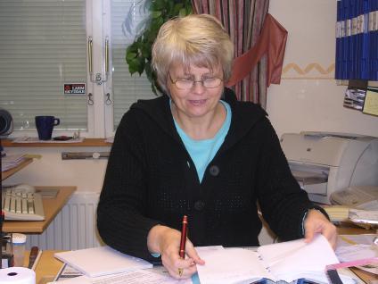Mona Svensson sköter det administrativa samt har hand om lagerförsäljningen. Försäljningen är öppet måndag-torsdag, 8.00-16.00 och fredagar 8.00-13.30. Kontoret är öppen måndag-torsdag 7.00-16.30 och fredagar 7.00-13.30.