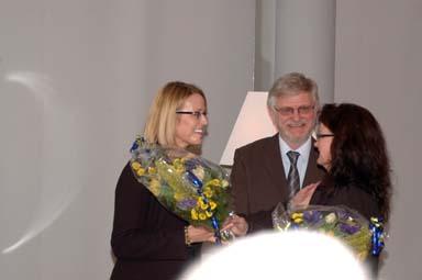 Gunilla Girardo får blågula blommor av Ann-Marie Nilsson och Christer Johansson.