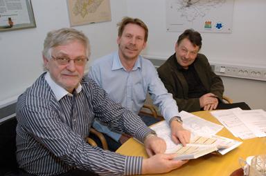 Kommunledningen i Bollebygd, kommunalråden Christer Johansson (m), Peter Rosholm (s) och kommunchefen Lennie Johansson informerar om de 50 flyktingar som kommer att erbjudas en framtid i Bollebygds kommun.