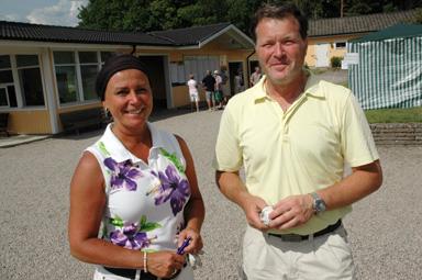 Yvonne och Stefan Widell kommer från Skövde och börjar alltid sin semester med att delta i golfförbundets riksmästerskap. -Ett jättefint arrangemang - rakt igenom verkar det.   Paret Widell stannade på 87 slag