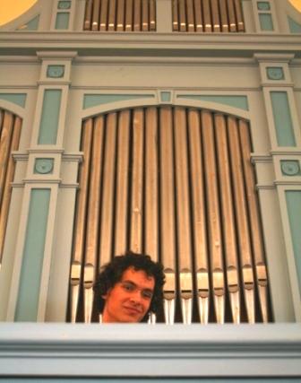 Max Jonsson framför delar av sin orgel