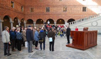 Många hade samlats för att få höra och se orgeln i Stockholms Stadshus