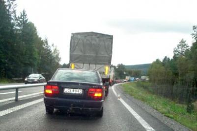 Det var en lång bilkö,före Bjästa men då hade vattnet runnit undan så vägen var fri från vatten...