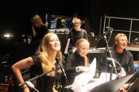 Det är inte alltid lätt få syn på orkestermedlemmarna, men de hörs väldigt bra!