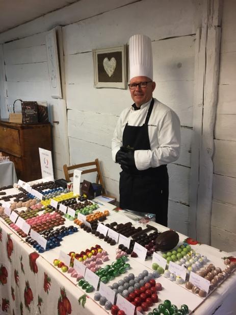 Karlskronas egen chokladmästare Joachim Malmsten hade dukat upp sina fantastiska chokladparliner.