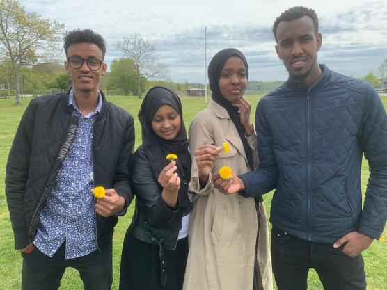 Yahye Yusuf, Nacimo Hasan, Fatima Afarah och Yonis Abdi utgör en del av styrelsen i Hela Blomman - nu har landstinget belönat arbetet med hundratusen kronor.