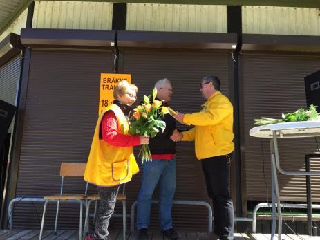 Årets Hobybo blev Staffan Håkansson för sitt engagemang i byn. Staffan fick ta emot både diplom och blommor av Kristina Rubér och Tonny Wanström som kom från Lions.