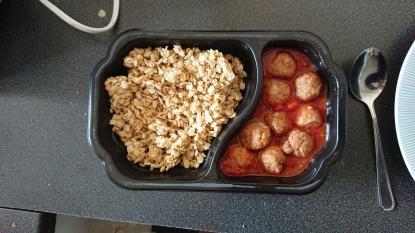 Kycklingköttbullar med tomatsås och mathavre