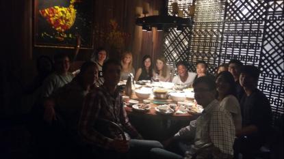 Födelsedagsfest med vänner på en typisk kinesisk restaurang