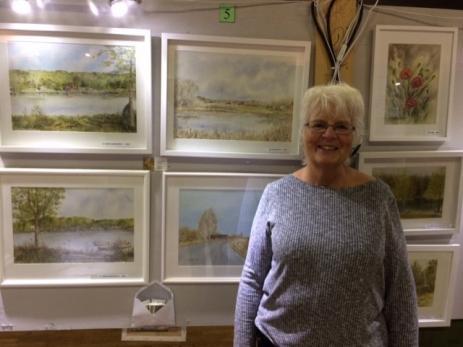 Ingela Lindblom som har målat tavlor i akvarell under många år, passade på att ställa ut sina sina tavlor under Folkets Hus utställningen.