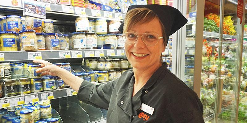 Enkel midsommarmat. Varför krångla till det i midsommar? Håll det enkelt, tycker Ulrika Glans som jobbar i delikatessen på City Brämhult.