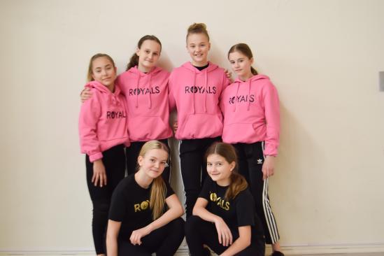 Royals dansare: Leah, Alma, Stella, Vera, Stina, Ester (Frånvarande: Elsa)