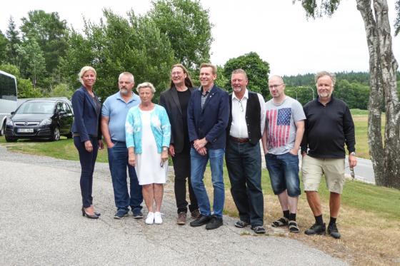 De åtta partiernas förstanamn inför kommunvalet den 9 september fick<br />posera framför AnnonsMarknans kamera. bollebygdsnyheter.se hakade på.