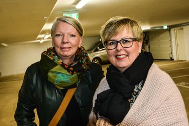 Anna Järvbring och Anneli Carnefjord har flyttat in med sina respektive i Lyckebo.<br />Både paren har lämat villor för hyresrätten.