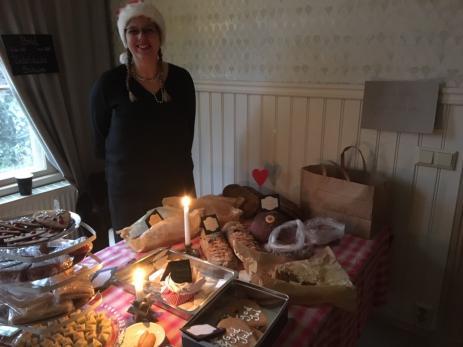 Petra Andersson från Olofström sålde både julkakor, julgodis och julbröd som hon bakat i en vedeldad bakugn.