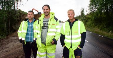 Joakim Thorsson från Thorssons Schakt, Rasmus Börjesson och Markus Fägersten från Markbyggen - tre som ser till att gång- och cykelvägen mellan Tyftet och Holmen blir verklighet.