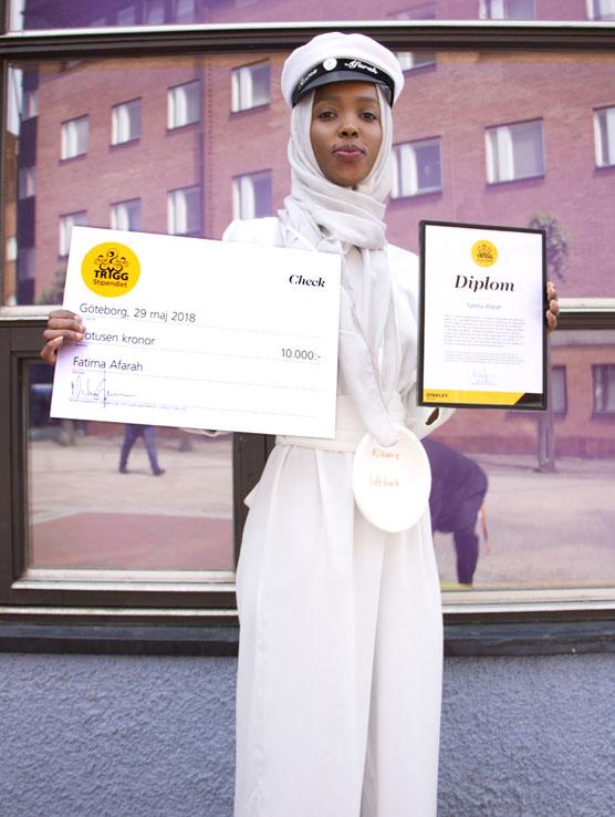 Fatima Afarah fick Stanley Securitys trygghetsstipendium på 10000 kronor för alla trygghetsskapande skolprojekt hon kämpat med under gymnasieåren.