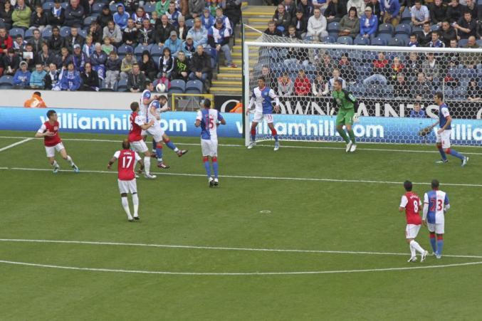 Äntligen har en ny säsong av världens bästa liga börjat. På bilden ser vi Arsenal mot Bournemouth i en match från 2011.<a href=\