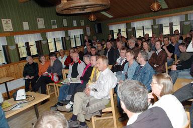 Ett sjuttiotal intresserade kom till mötet om den framtida utvecklingen av Hultafors och Olsfors.