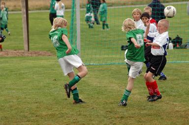 Under marknadsdagen spelade 30 ungdomslag fotboll på planerna intill idrottshallen.