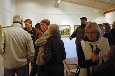 Över 100 intresserade kom när Rolf i Kulla höll vernissage i Galleri Odinslund.