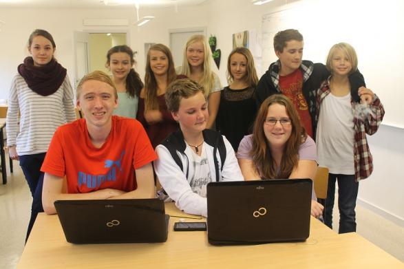 Här är hela redaktionen samlad, inför ett fint foto.