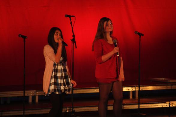 Zonja och Moa sjöng om mistlar.