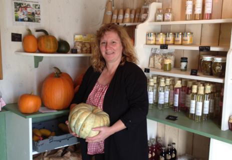 """Hos Heike Tlatliks gårdsbutik """"Lilla Köksgården"""" kan man köpa flera olika sorters pumpor som familjen odlat själv, men också recept på mustiga pumpa soppor."""