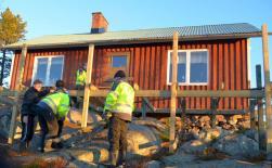 En ny veranda är snart på plats framför huset som Skoterkubben hyr av Hembygdsförningen