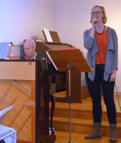 Ida Stafrin sjunger med ackompanjemang av Magnus Skoglund