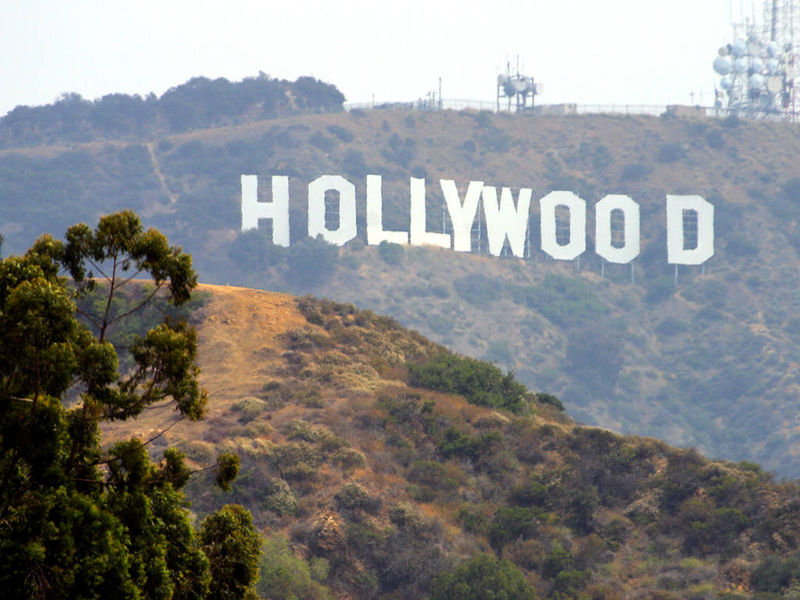 H�r �r hollywood skylten.